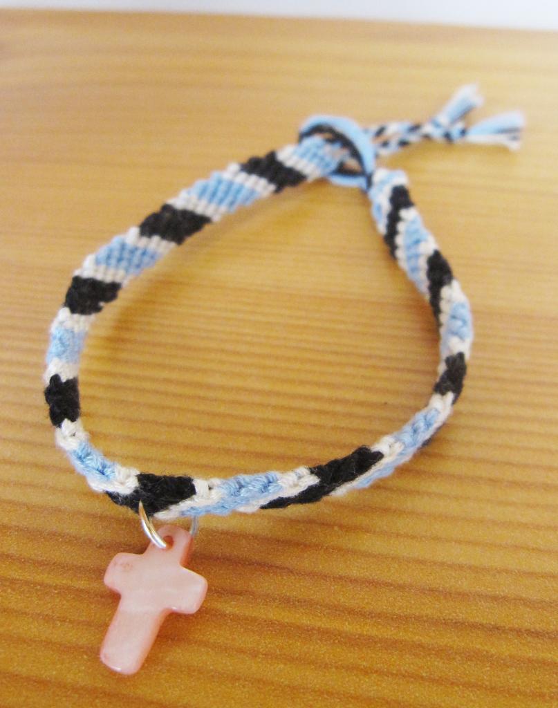 """Bracelet samba bleu et noir """"croix rose"""""""