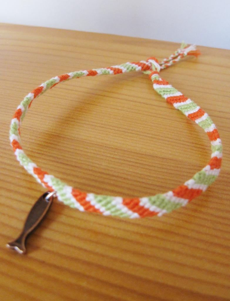 "Bracelet homme ""ichtus"" en orange et vert"