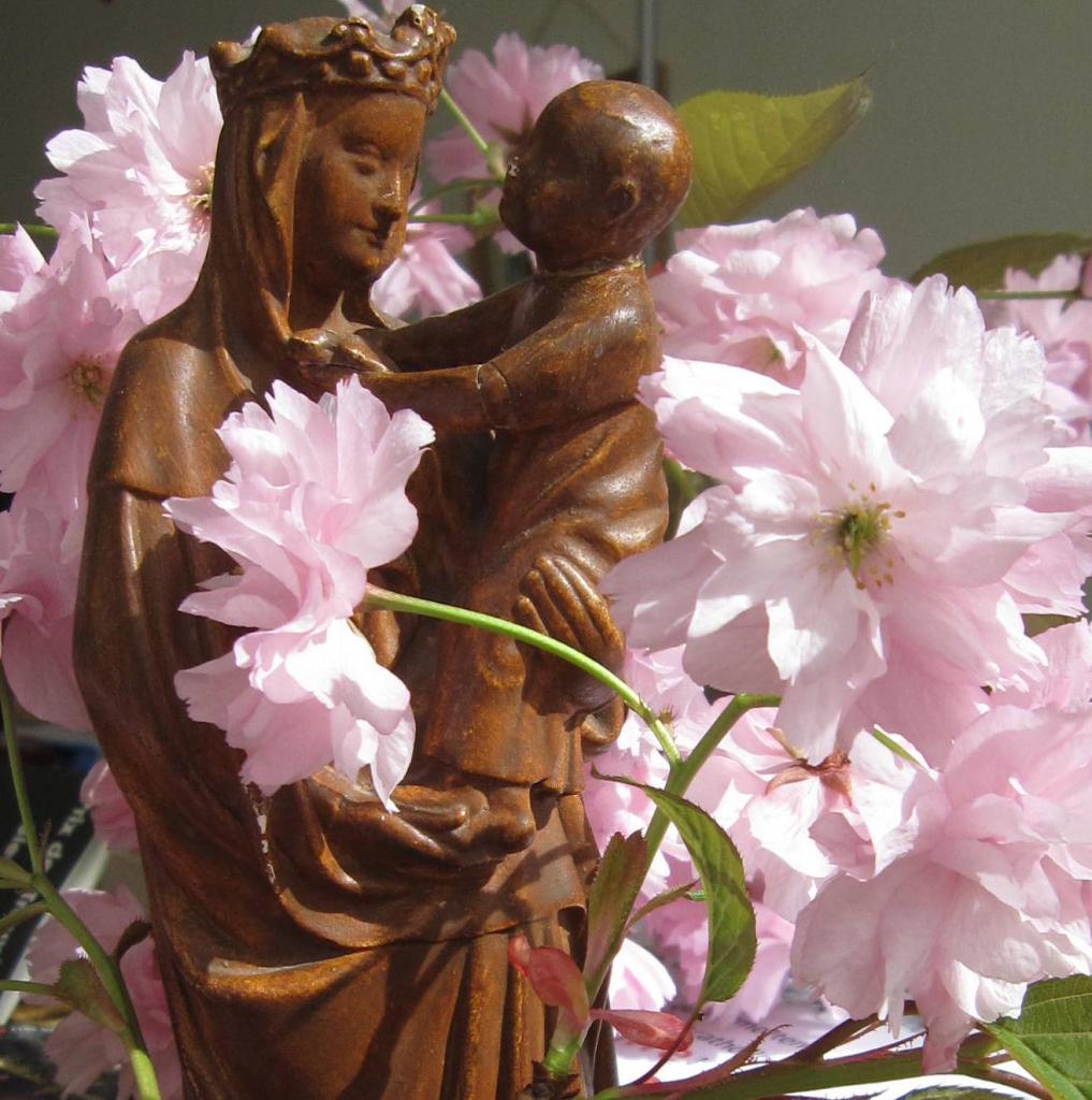 Vierge Marie, fais éclore nos vies !