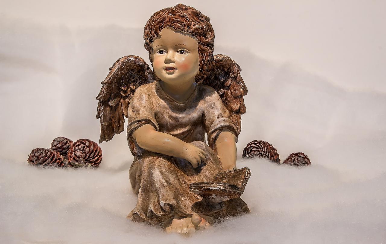 Hosanna au plus haut des cieux ! Venez adorer l'Enfant...